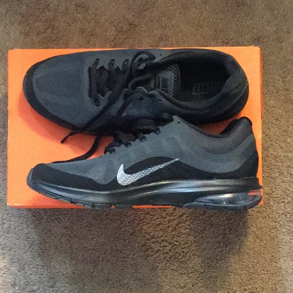 reputable site 24374 01ad9 Nike Women s Air Max Dynasty 2, Size 10. M 5be706f13c9844e08aed0dd7